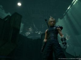 Final Fantasy VII Remake. Cloud in primo piano sotto la piattaforma di Midgar
